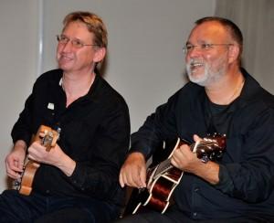 Jörg Leinroth (Gitarre) und Siggi Rettich (Gitarre & Mundharmonika)